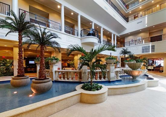 Embassy Suites by Hilton Tampa - Downtown Convention Center: Atrium