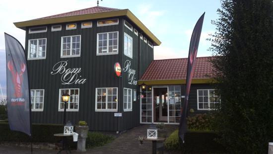 Bom Dia Com Cafe: Oesters Op Ijs En Eetbaar Zeewier Als Voorgerecht