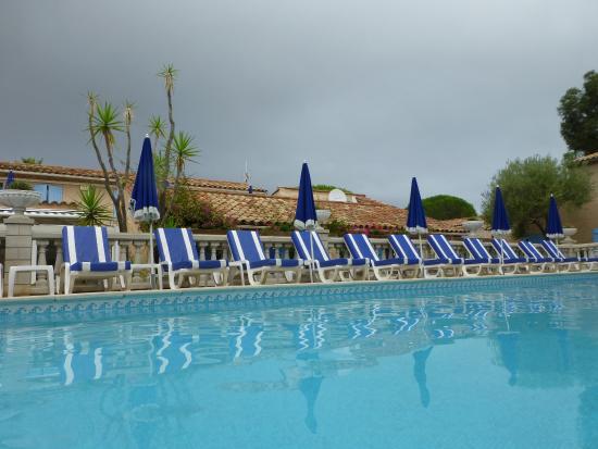 Jas Neuf Hotel: Depuis la piscine chauffée !