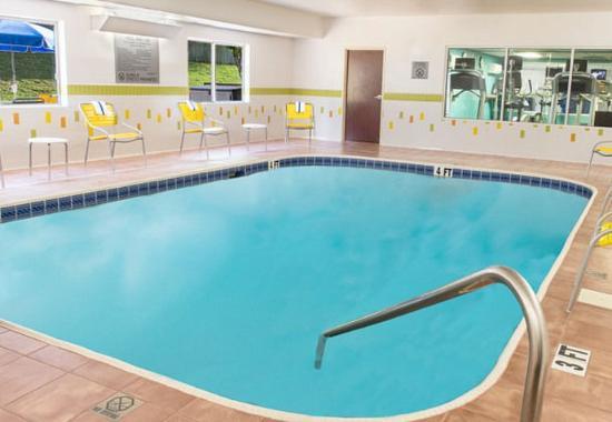 Fairfield Inn by Marriott Tuscaloosa: Indoor Pool