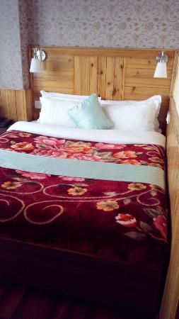 The Pinewood Hotel: room