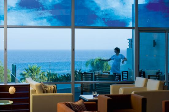 Mediterranean Beach Hotel: Clouds Lobby Lounge