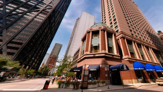 Hilton Chicago/Magnificent Mile Suites: Exterior Michigan Avenue