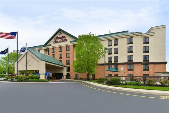 Hampton Inn and Suites Valley Forge/Oaks: Hotel Exterior