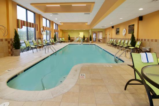 Hampton Inn and Suites Knoxville North: Fitness Center And Pool