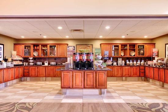 Hampton Inn & Suites Addison: Breakfast area