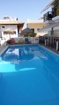 Alexandra's Hotel: Piscina
