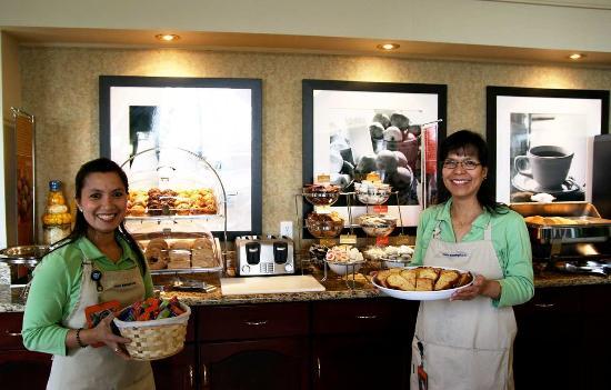 Hampton Inn & Suites by Hilton Calgary-Airport: Breakfast Hostess