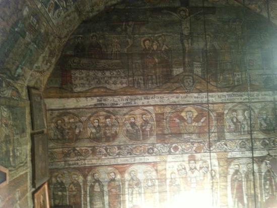 Maramures County, رومانيا: Dettagli delle decorazioni della chiesetta
