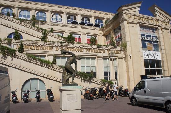 Place de thessalie picture of montpellier mediterranee - Office de tourisme montpellier recrutement ...