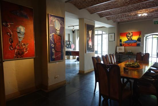 Fouron-le-Comte, Βέλγιο: Herman Brood Rock Art im Foyer