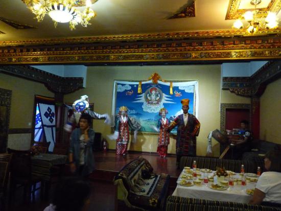 KuangNiu Restaurant: Food and Show
