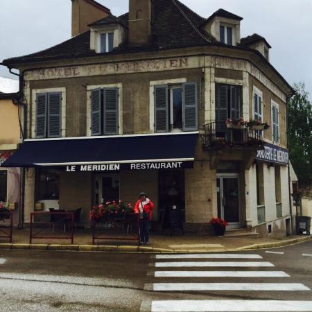 Vermenton, فرنسا: Cafe  le Meridien