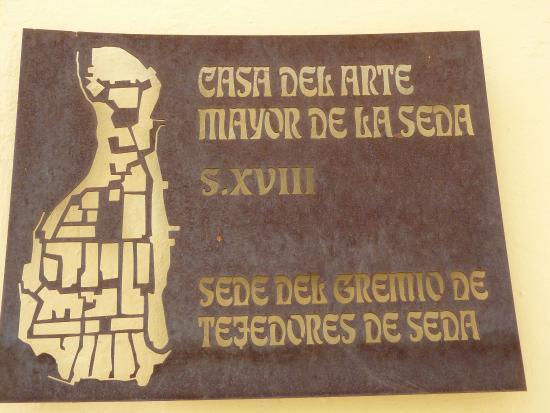 Casa del Arte Mayor de la Seda: Placa informativa