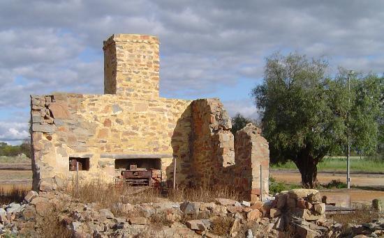 Carnamah, Australien: Ruins of kitchen at the Macpherson Homestead