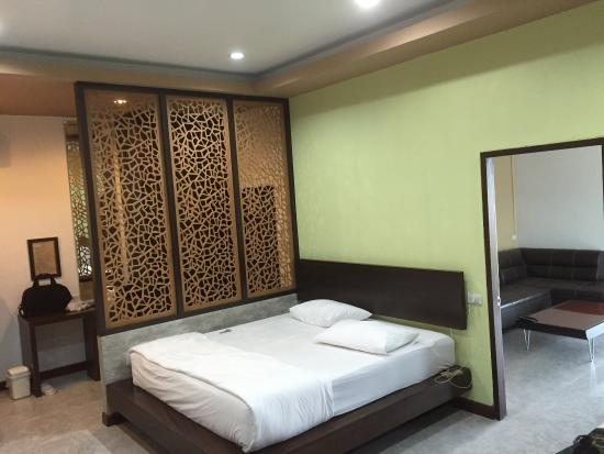 Laekhong River Resort: Beautiful room (this is their VIP room!) Beautiful location right on the Meykong River!