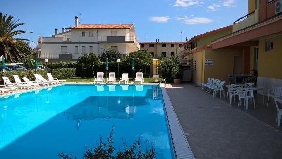 Marina di Montenero, Italia: La piscina dell'hotel