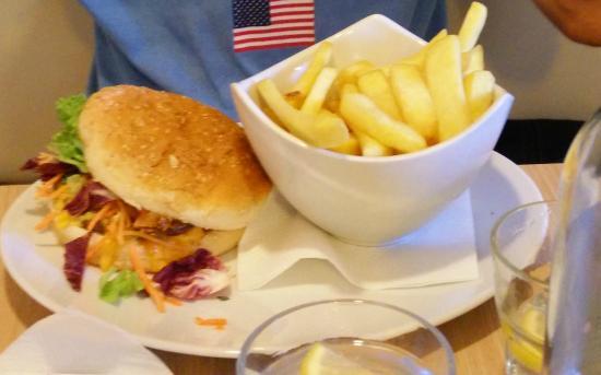 Jalie's Coffee: hamburger frites fait maison