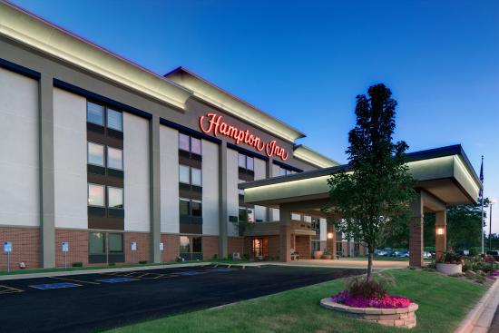 Hampton Inn Madison East Towne Mall Area: Exterior at Dusk