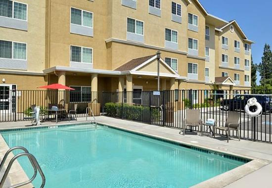 TownePlace Suites Sacramento Cal Expo: Outdoor Pool