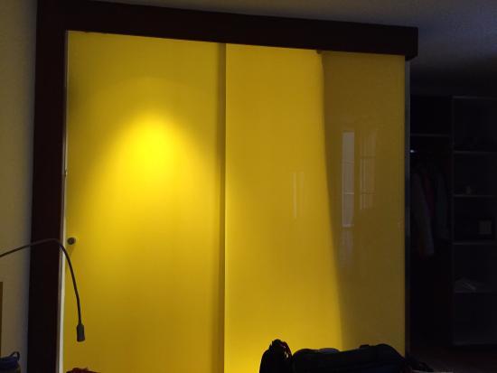 Hotel Goldener Schlussel : Pod-like bathroom as seen from bedroom