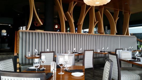 Fetch Restaurant : dining room