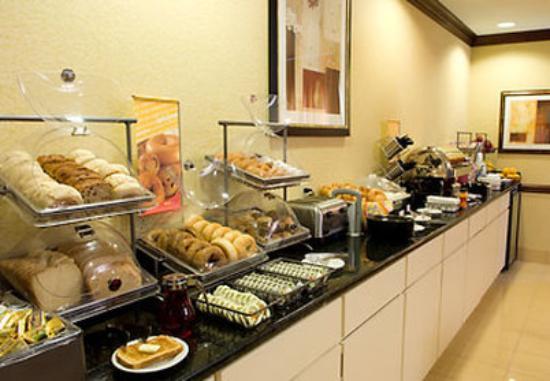SpringHill Suites Atlanta Alpharetta: Breakfast Area