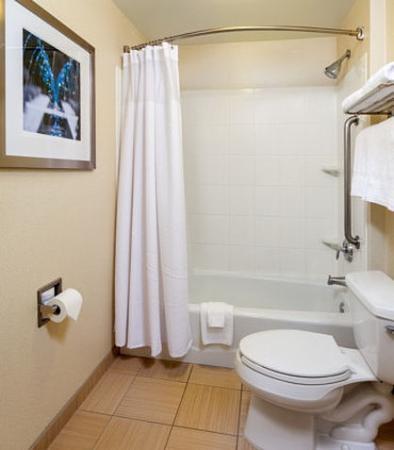 Modesto, Califórnia: Suite Bathroom