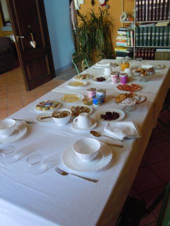 B&B Hostalet dels Indians: Le petit déjeuner