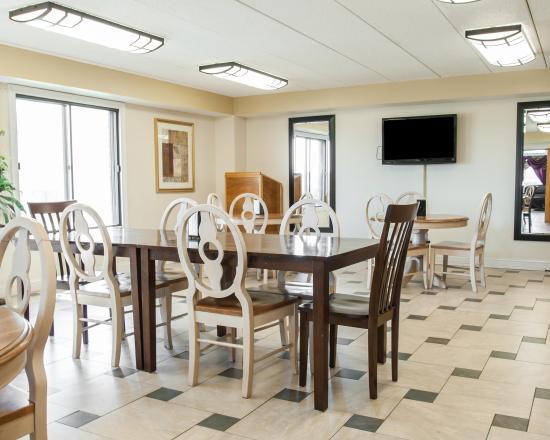 Econo Lodge: Mo Bkfast