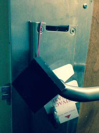Red Roof Inn & Suites Jackson - Brandon : This was the door lock