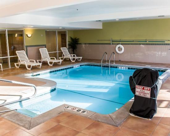 Comfort Suites Foley: Pool