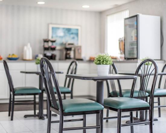 Rodeway Inn and Suites: NYBKFAST