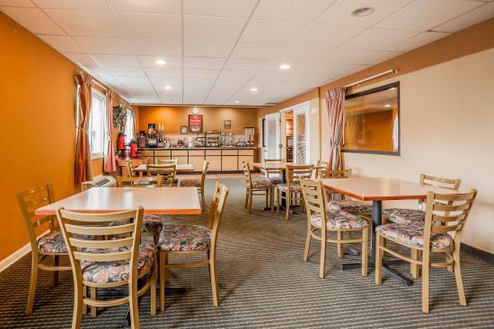 The Econo Lodge Milwaukee Airport Hotel: WIBkfast