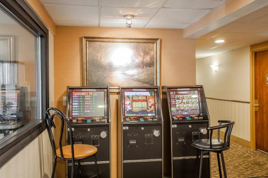 The Econo Lodge Milwaukee Airport Hotel: WIGame