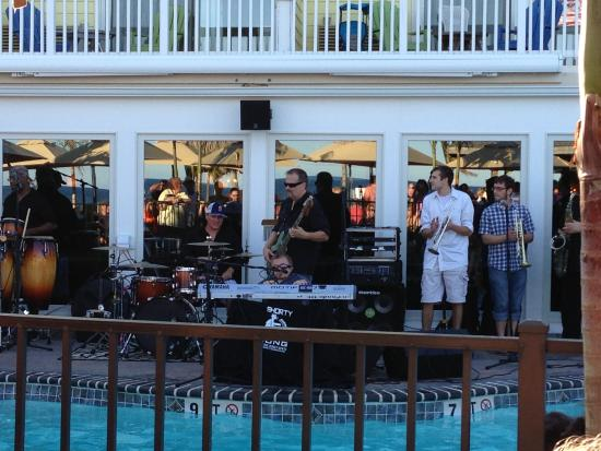 Sea Shell Resort and Beach Club: Sea Shell Happy Hour