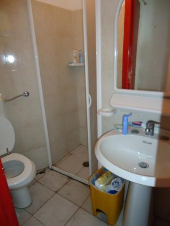 Ring Hostel: bagno camera