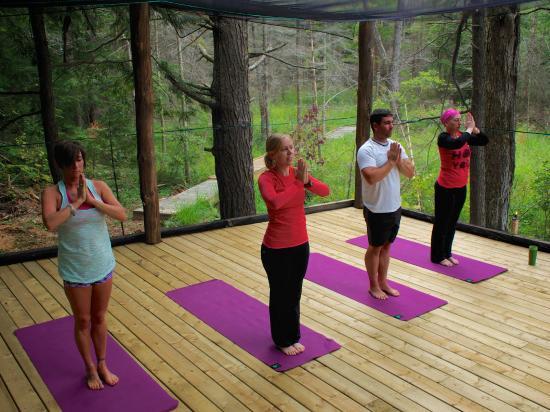 Severn Bridge, Canada: Outdoor Yoga