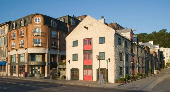Auberge Saint-Antoine: Vue extérieure de l'hôtel  et son restaurant Panache