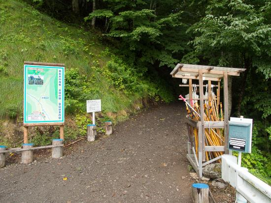 Ueno-mura, Япония: 登山道入口。ここから標高差180Mを登る。