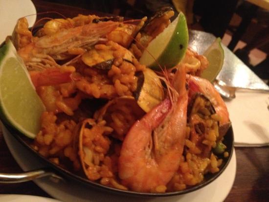 La Caja de Musica: Seafood paella
