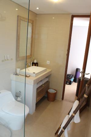 Blooming Lotus Yoga: Bathroom