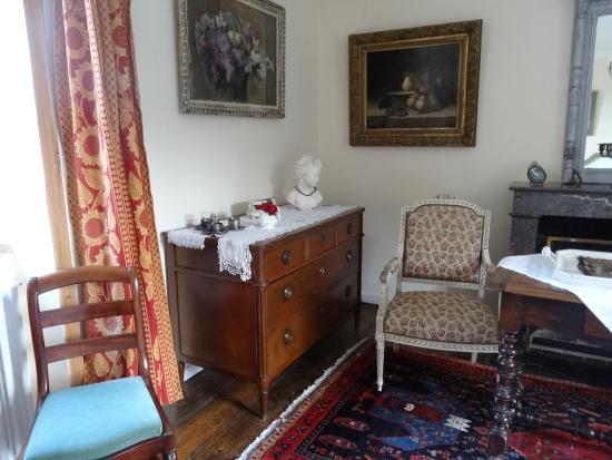 Chateau de Lannuguy : Petit salon dans la chambre