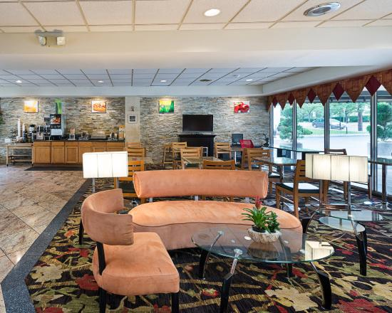 Quality Inn & Suites: MDBreakfast Area