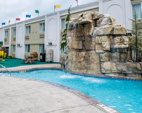 Quality Inn & Suites Rainwater Park: OHPool