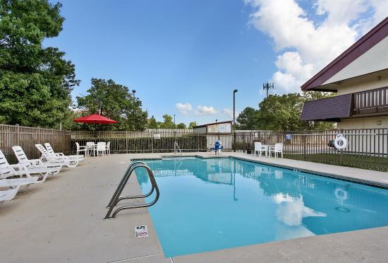 Red Roof Inn Virginia Beach: Pool