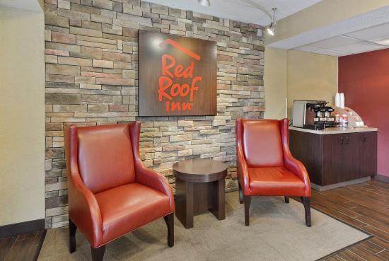 Red Roof Inn Huntington: Lobby