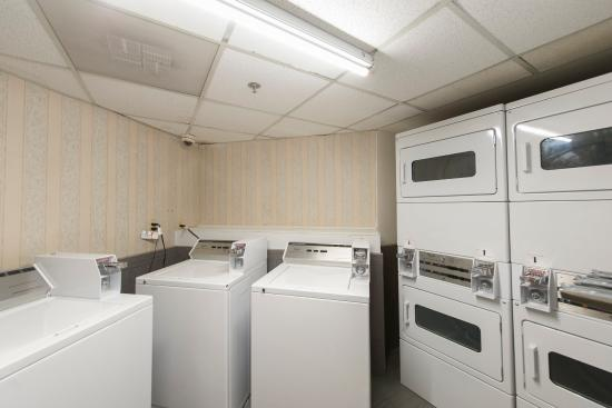 Red Roof Inn Houston - Brookhollow: Guest Laundry