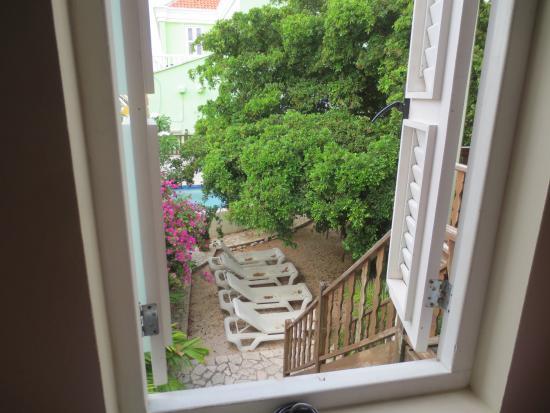 Hotel Scharloo: mooi uitzicht op de binnenplaats en zwembad