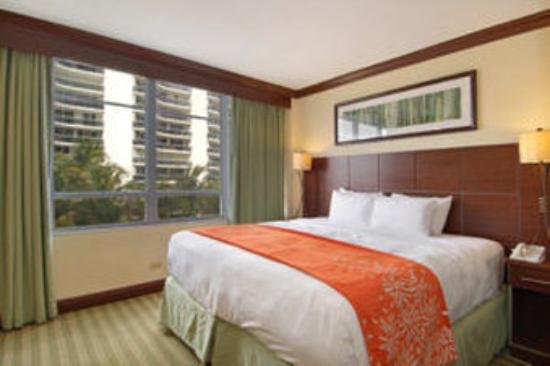 Newport Beachside Hotel and Resort: Guestroom City View